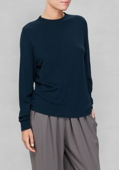 A-S DÅVIK With a simple and timeless design, this everyday top is a true wardrobe essential. Made from a soft blend of wool and viscose, it keeps you comfortably warm.