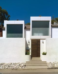 Contemporary Hollywood Hills Residence by Griffin Enright Architects