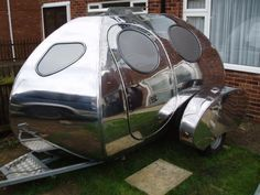 For the individuals who love endeavors and trekking, a camper trailer can add to your joys. Mulling over the benefits supplied by camper trailers, the Tiny Camper, Small Campers, Cool Campers, Retro Campers, Vintage Campers, Vintage Caravans, Vintage Motorhome, Custom Campers, Vintage Rv