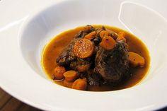 Hovězí líčka na víně s mrkví /Beef cheeks in red wine with carrots/ Zdravé, nízkosacharidové, bezlepkové recepty. (Healthy, low carb, gluten free recipes.)