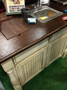 Spray paint Copper metal to your laminate countertops....interesting...I wonder if it would work..I do like the colors of the copper and ivory together!