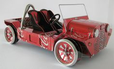 New Zealand based artist Sandy Sanderson creates miniature cars out of recycled soda and beer cans.