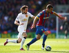 James McArthur is closed down by Daley Blind Manchester United, Daley Blind, Soccer News, Crystal Palace, Premier League, The Unit, Football, Running, Sports