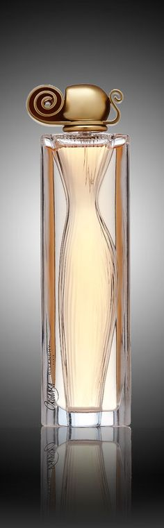 Introduced in 1997. Organza Eau de Parfum is a classic blend of sensuality, refinement and opulence, Organza's floral notes infused with amber and vanilla are the epitome of timeless beauty. It resona