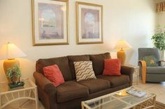 Phoenix 1144 Orange Beach (Alabama) Set in Romar Beach, this air-conditioned apartment features an outdoor pool. The property is 9 km from Gulf Shores and private parking is offered.  There is a dining area and a kitchen complete with a dishwasher and an oven.