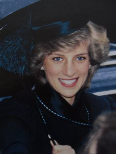 Princess Diana Looks spectacular~ A very lovely and elegant lady.