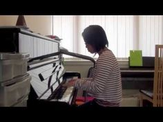 Green Day - Redundant - Piano Cover by Elaine Yu One of the less popular Green Day songs but still a great one. The music video for this single was interesti...