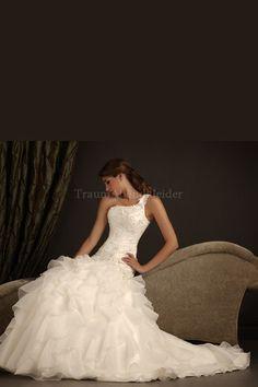 Romantisches bodenlanges Brautkleid mit Gericht Schleppe mit Perlen