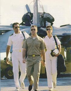 This is one of favorite photos of Harm, Kate and Bud as there are onboard The U.S Seahawk in the first episode of JAG. I was a little kid when JAG first came on. Old Tv Shows, Best Tv Shows, Movies And Tv Shows, Favorite Tv Shows, Military Men, Military Uniforms, David James Elliott, Full Body Gym Workout, Tv Show Casting