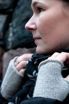 Ululain Sara K -kämmekkäät aiheuttivat Ninalle tunnetilan: Tykkäys! Refashion, Collections, Knitting, Blog, Tricot, Breien, Blogging, Weaving, Stricken