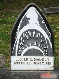 21 Cool And Creative Gravestones