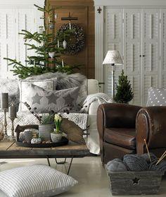 Warm Grey ist eine entscheidende Farb-Linie des Kopenhagener Labels für den Herbst und Winter!