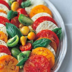Tricolore Caprese Salad -- I love making a simple tomato and mozzarella salad with fresh basil when heirloom tomatoes are in season - Ina Garten : Mazzone Olive Oil Vegetarian Recipes, Cooking Recipes, Healthy Recipes, Nectarine Salad, Clean Eating, Healthy Eating, Healthy Food, Tomate Mozzarella, Fresh Mozzarella