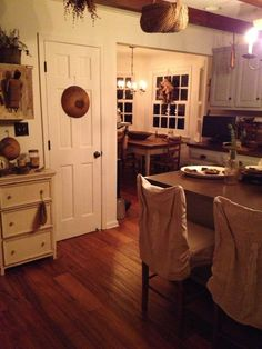 Farmhouse kitchen, white, primitives
