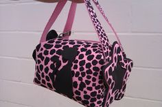 Bolso de goma eva Foam Crafts, Baby Crafts, Craft Stick Crafts, Craft Sticks, Types Of Purses, Coat Of Many Colors, Craft Bags, Pouch, Wallet