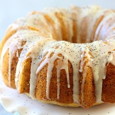 Lemon Poppy Seed Bundt Cake – a moist and delicious lemon cake bursting with crunchy poppy seeds and topped with a sweet lemon vanilla glaze. This cake is perfect for spring! Bundt Cake Pan, Bunt Cakes, Food Cakes, Poppy Seed Bundt Cake, Lemon Poppy Seed Cake, Lemon Poppyseed Muffins, Lemon Poppyseed Bundt Cake Recipe, Lemon Cake Mixes, Lemon Cakes