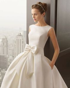2017 new European and American word shoulder satin simple shiny back satin bow bride wedding dress