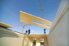 Installation de panneaux lamellé-croisé par KLH