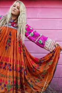 Once preparing for a date with a girl, you probably want to look the best. Tribal Fashion, Boho Fashion, Chic Outfits, Girl Outfits, Afghani Clothes, Afghan Dresses, Mode Boho, Designs For Dresses, Gothic Dress