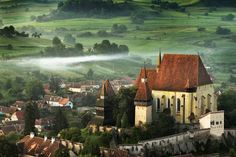 The Fortified Church from Biertan- Sibiu County, Romania Beautiful Places To Visit, Beautiful World, Places To Travel, Places To See, Profil Facebook, Transylvania Romania, Day Trips, Beautiful Landscapes, Tourism