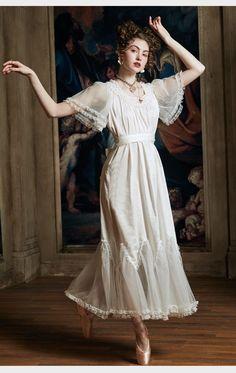 Vintage Dresses, Vintage Outfits, Victorian Wedding Dresses, Modern Victorian Dresses, 1800s Dresses, Victorian Style Clothing, Victorian Outfits, Victorian Costume, Edwardian Dress