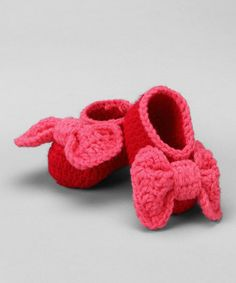Booties! Wish I could make these! :)