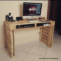 Tables Pallet Pallet In The Cloud 1001 Pallets - Discover all the creative projects Pallet Desk, Wooden Pallet Projects, Wood Pallet Furniture, Diy Furniture Projects, Wood Pallets, Woodworking Projects, 1001 Pallets, Backyard Furniture, Pallet Wood
