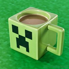 Minecraft Mug. Yes, I got this for my husband for Valentine's Day. He's my geek and I love him. Regalos Geeks