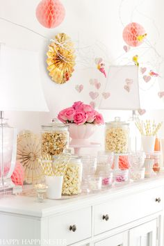 Popcorn Bar, White Popcorn, Valentines Day Hearts, Valentines Diy, Party Food And Drinks, Diy Party, Party Ideas, Party Guests, Valentine Decorations