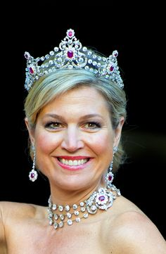 The tiara up close.