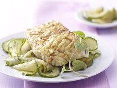 Gegrillter Curry-Seelachs - mit Thai-Gurkensalat - smarter - Kalorien: 274 Kcal - Zeit: 35 Min. | eatsmarter.de Curry verleiht eine würzige Note.