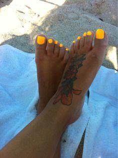 Neon toes!