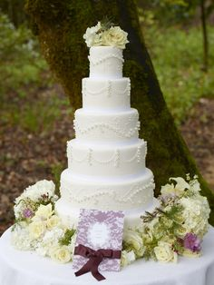 #DBBridalStyle  Maybe not this many tiers but that's a beautiful cake.