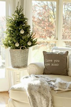 Love that little tree~ Top This Top That: Christmas Home Tour 2014