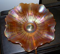 Fenton Carnival Glass Smooth Rays with Scale Band Marigold Bowl glass Carnival Glass Identification and Value Guide Fenton Glassware, Crystal Glassware, Antique Glassware, Antique Bottles, Vintage Bottles, Vintage Perfume, Vintage Dishware, Vintage Dishes, Vintage Pyrex