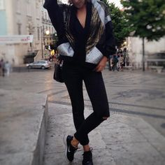 """51 Gostos, 1 Comentários - Mina Gahri (@minagahri) no Instagram: """"Birthday girl 💫 #ootd #whatiwore #ootn #vintagejacket #skinnyjeans #sneakers #lisboa #fashion…"""""""