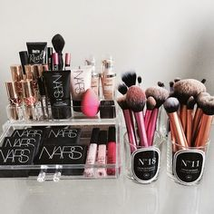 Make-up: makeup brushes nars cosmetics home accessory beauty organizer real techniques mac cosmetics Love Makeup, Makeup Inspo, Makeup Inspiration, Makeup Tips, Makeup Looks, Makeup Products, Makeup Ideas, Amazing Makeup, Beauty Products