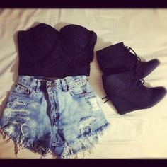 High waisted denim shorts, bustier and booties. I hve all of these items-therefore i shall find a reason to wear tthis outfit. Fashion Killa, Look Fashion, Teen Fashion, Womens Fashion, Fashion Ideas, Short Outfits, Summer Outfits, Cute Outfits, Looks Style