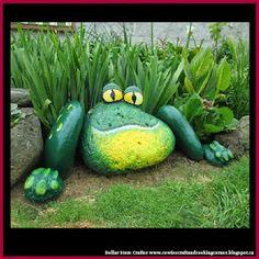Dollar Store Crafter: Painted Frog Rocks Garden Yard Ideas, Diy Garden, Garden Projects, Garden Art, Garden Landscaping, Landscaping Ideas, Garden Decorations, Garden Kids, Garden Planters