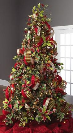 Christmas tree decorating idea by regina