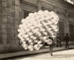 Baloon seller in Buenos Aires 1921