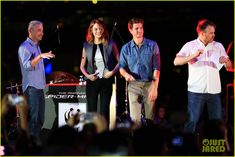 Emma Stone & Andrew Garfield Hold Hands at Earth Hour Kick-Off Event! | emma stone andrew garfield hold hands at earth hour kick off 22 - Ph...
