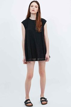 Alice & UO Half Moon Textured Shift Dress in Black - Urban Outfitters