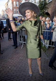 Queen Maxima of The Netherlands opens the exhibition Royal Paradise - Aert Schulman and the imagination of nature in the Dordrechts Museum on February 2017 in Dordrecht, Netherlands. Elegant Dresses, Sexy Dresses, Dresses For Work, Gown Suit, Estilo Real, Queen Maxima, Occasion Wear, Royal Fashion, Women's Fashion Dresses
