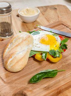 ¿Un snack rápido para este domingo? Una Barrita HOME BAKERY de BredenMaster es una opción exquisita. Snack, Food, Barbell, Domingo, Products, Hoods, Meals