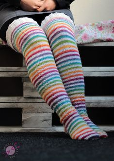 Hentsun helpot supersukat - LANKAHELVETTI Wool Socks, Knitting Socks, Crafts To Do, Hobbies And Crafts, Drops Design, Leg Warmers, Cross Stitching, Cross Stitch Patterns, Knit Crochet