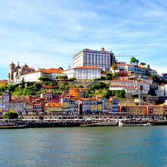 Another throwback to the charming city of Porto around this time last year. It was a lovely spring day and we took a walk to the other side of the river Douro. We crossed the Ponte Luís I bridge and got this spectacular view of the city on top of the hill across the river. No wonder that many of the buildings in the picture are part of the UNESCO World Heritage historical centre of Porto they are absolutely spectacular.  Photo taken with a Samsung Galaxy S4 during a GuideVenturous trip to…
