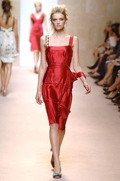 Alberta Ferretti Spring 2006 Ready-to-Wear Collection - Vogue Lily Donaldson, Alberta Ferretti, Fashion Show, Fashion Design, Modern Luxury, Peplum Dress, Ready To Wear, Short Dresses, Runway