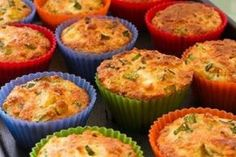 Gluten-Free Breakfast Muffins with Zucchini, Feta, and Quinoa -- This site has all sorts of gluten free quinoa recipes for all types of foods Ww Recipes, Greek Recipes, Gluten Free Recipes, Cooking Recipes, Dinner Recipes, Breakfast Muffins, Breakfast Dishes, Breakfast Recipes, Quinoa Muffins
