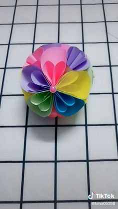 Paper Flowers Craft, Paper Crafts Origami, Paper Crafts For Kids, Flower Crafts, Paper Origami Flowers, Paper Flower Ball, Diy Crafts Hacks, Diy Crafts For Gifts, Diy Arts And Crafts